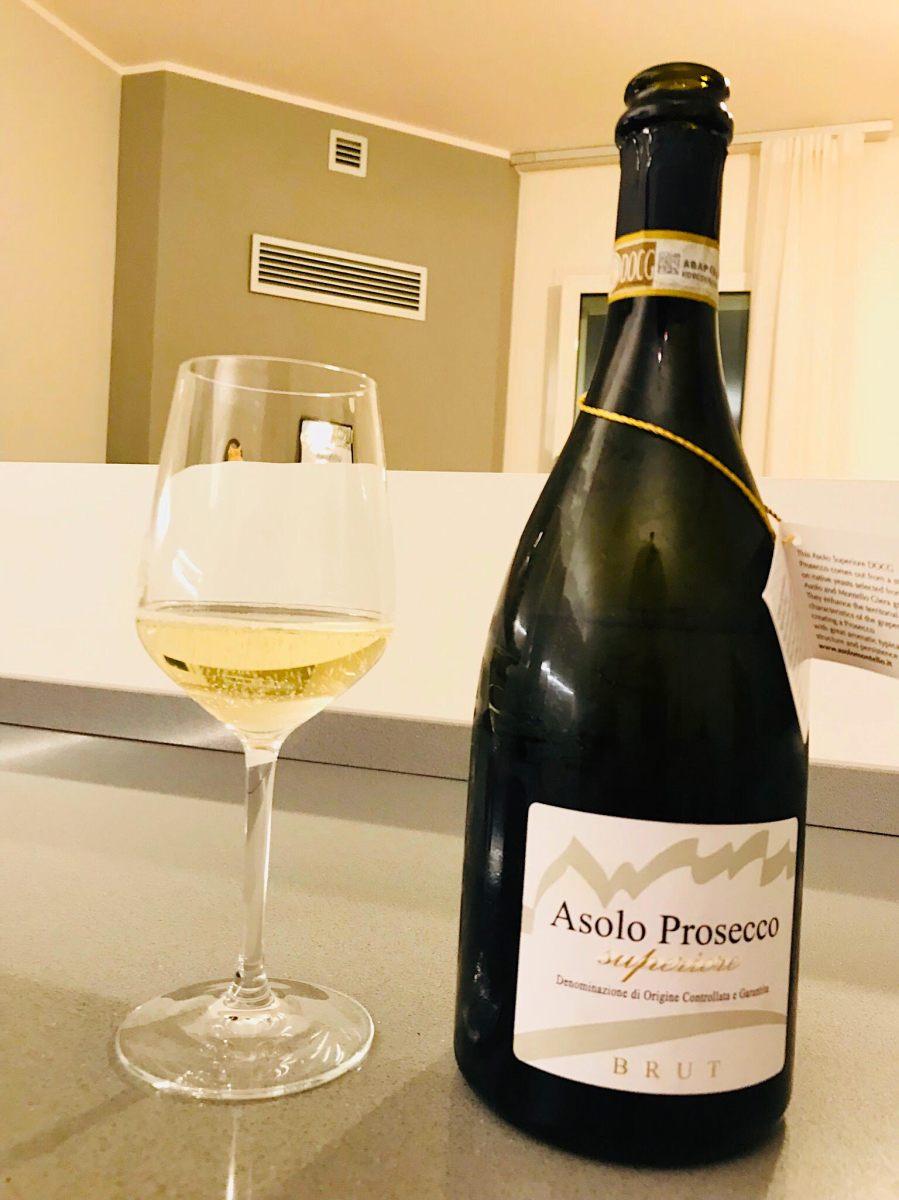 La bottiglia istituzionale del Consorzio Vini Asolo Montello: ecco l'Asolo Prosecco Superiore Docg, rigorosamente Brut